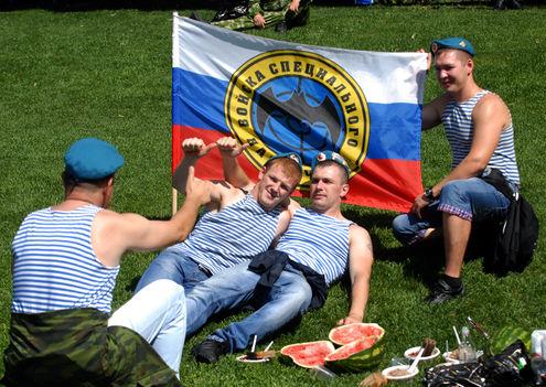 Настоящий десантник предпочитает арбуз! День ВДВ!!!