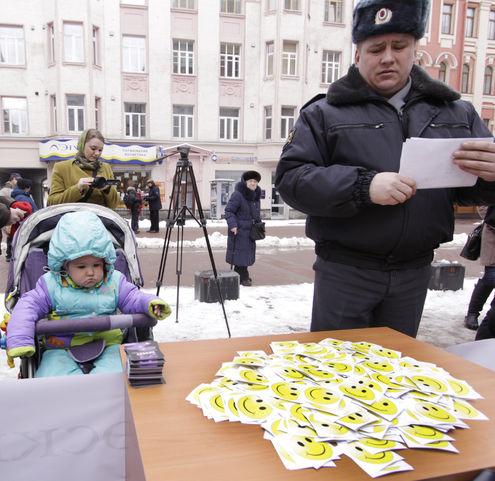 В Москве запретили улыбки на флешмобе
