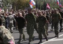 «Пусть лучше скачут, чем стреляют». Что происходит с пленными в Донецке
