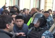 В центре Москвы возле мечети произошли массовые беспорядки