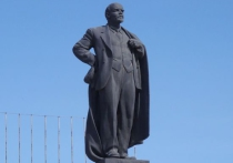 В Астрахани преобладают монументы, посвященные советской эпохе и национальным лидерам
