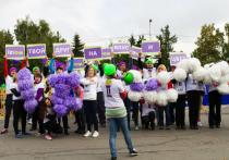Команда салонов связи IZЮМ воодушевила омских марафонцев на бег
