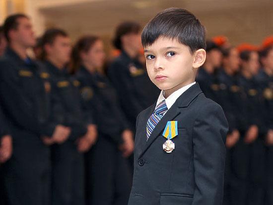 Спасатели наградили детей-героев