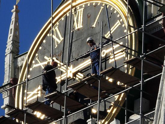 Главные часы России - на Спасской башне Кремля - остановились по техническим причинам