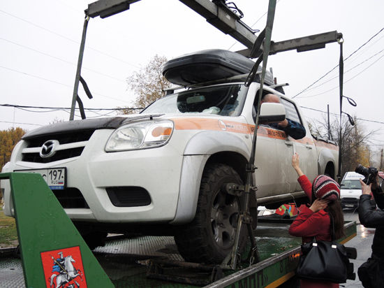 Водитель, запершийся в машине на эвакуаторе: «Мне даже отгул на работе дали»