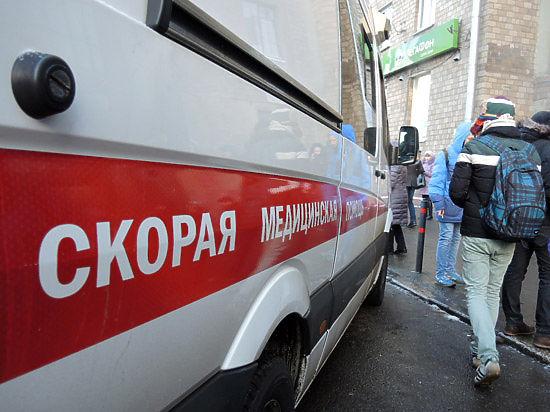 Лихач на легковушке сбил мать с двумя детьми в центре Москвы