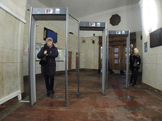 Досмотровые зоны в столичной подземке пока не заработали в полном объеме
