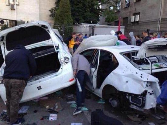 Митингующие потребовали от наших дипломатов... уносить ноги из Киева
