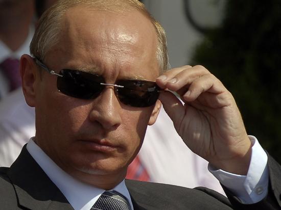 Дело - джинсовая труба. Стилисты обсудили летний гардероб Путина и Обамы