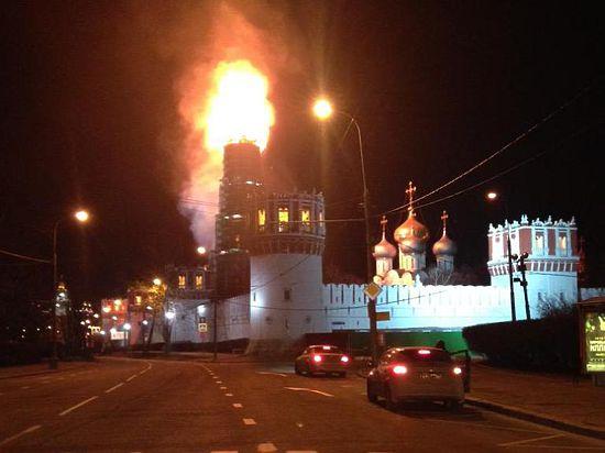 В Москве сгорела колокольня Новодевичьего монастыря