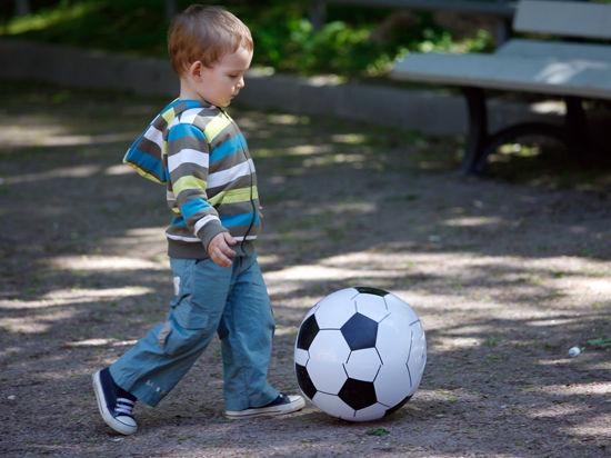 В Москве семилетний мальчик провалился в люк на детской площадке
