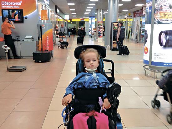 Девочку-инвалида непустили в самолет