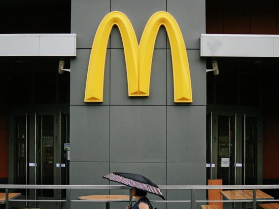 «Макдоналдсу» пригрозили кишечной палочкой и налоговым разбирательством