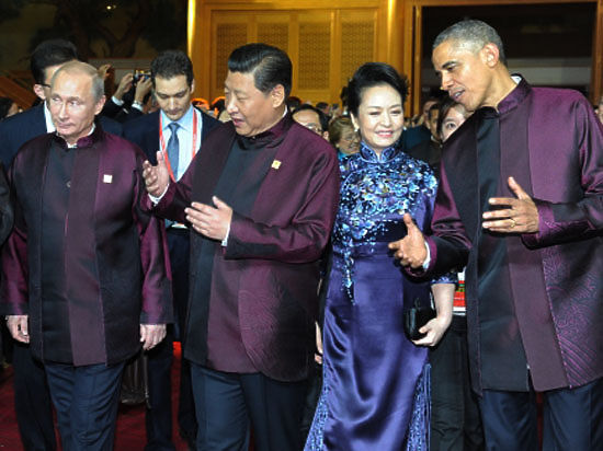 «Малиновый звон» Путина и Обамы. Главы России и США пообщались и надели одинаковые рубашки