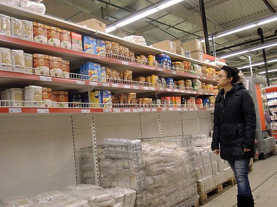 Ритейлеров предупредили о подорожании чая и кофе на 30%, но в магазинах цены пока снижают