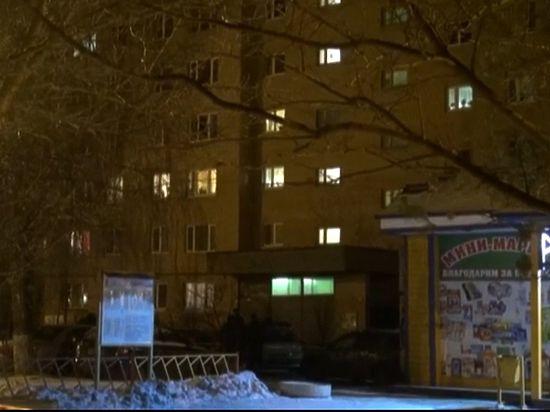 В подмосковном Нахабино готовятся штурмовать квартиру, где захвачена в заложники 9-летняя девочка