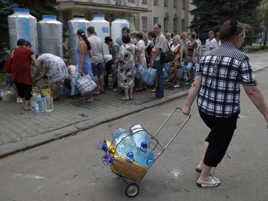 Луганские ополченцы спят на траве и борются с пьянством