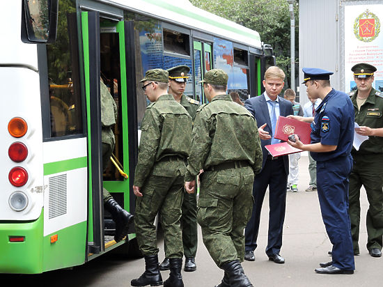 В Госдуме предложили запретить уклонистам от армии выезжать из РФ