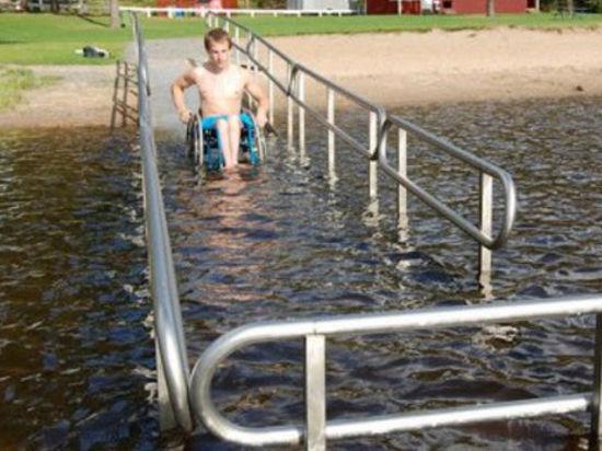 В столичных водоемах появятся «дорожки» для инвалидов