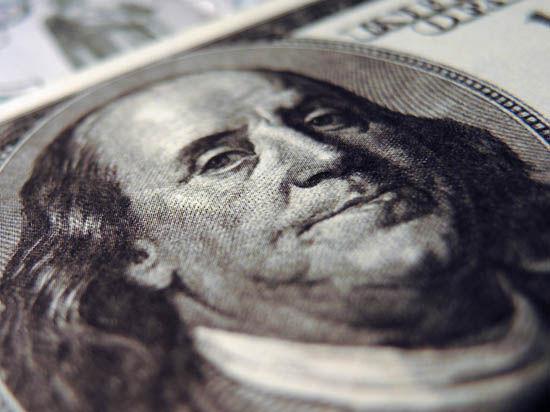 Все выше и выше: доллар и евро триумфально растут на фоне слабой нефти и украинского кризиса