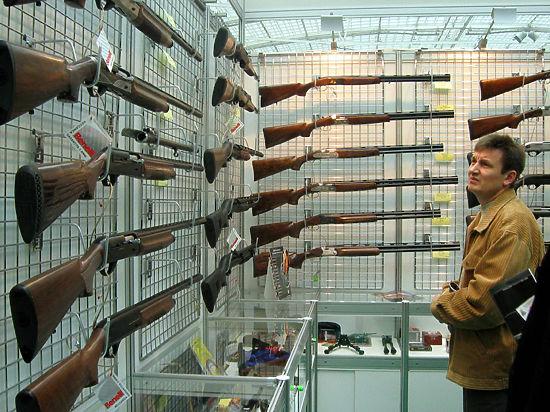 Легализация ношения оружия: правительство разрешает, закон запрещает