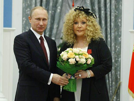 Путин, вручая орден Пугачевой: