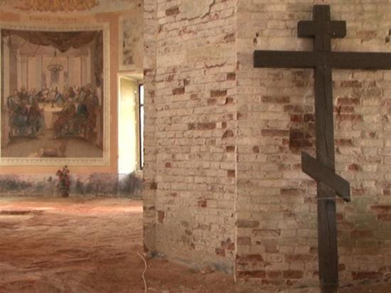 Чудо в монастыре. Не дождавшись реставраторов,  росписи Венецианова стали обновляться сами