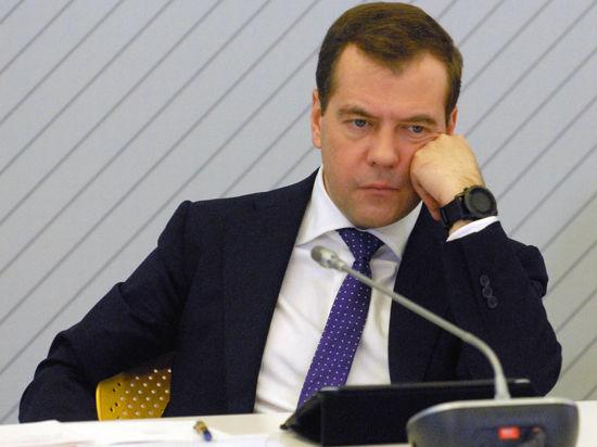 Медведев: Смешно отказываться от продукции Apple, чтобы навредить США