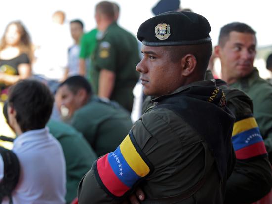 В Венесуэле для борьбы со спекулянтами продукты будут продавать по отпечаткам пальцев