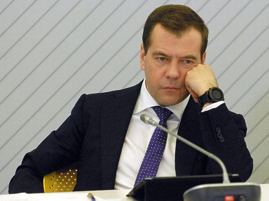 Дмитрий Медведев: приказал малому бизнесу внести вклад в «национальную копилку»