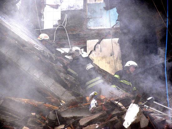 На месте взрыва на Кутузовском будут работать кинологи и газовики