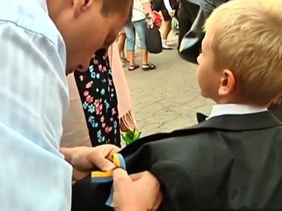 Детей в школах Славянска заставляют каждый день петь гимн Украины