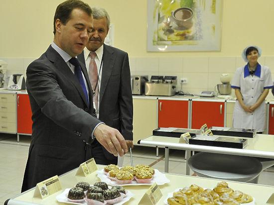 Новый год в России: покупай сахар и сыр