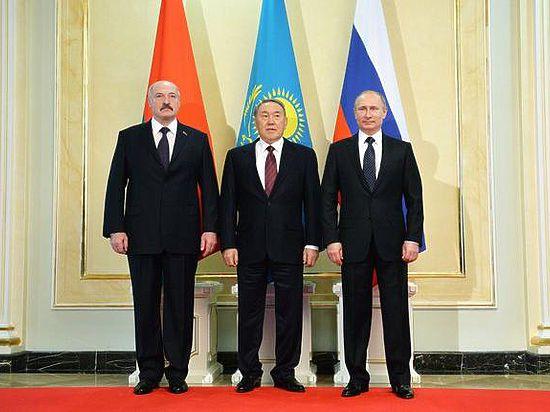 Путин подкупил Назарбаева и Лукашенко алтыном. Или евразом?