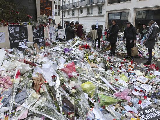 Основатель Charlie Hebdo обвинил в смерти 12 человек мертвого главного редактора