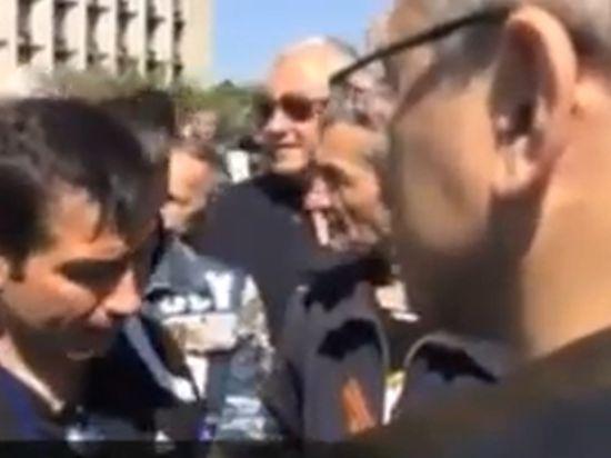 Донецкие ополченцы прогнали Ходорковского как предателя Родины