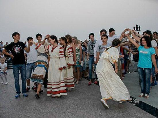 Религиозные и народные корни местных традиций