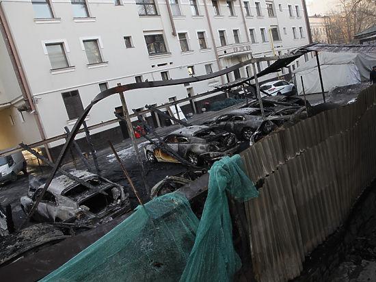На сгоревшую в Москве парковку дорогих машин уже давно приглашали пожарных