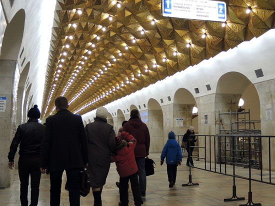 Мобильники полицейских научатся распознавать преступников среди пассажиров метро