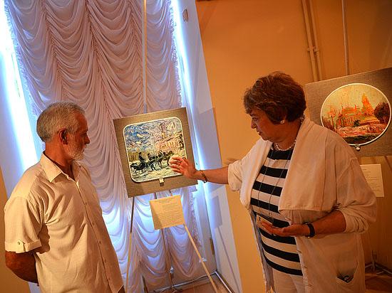 В Петергофе открылась выставка о двух столицах