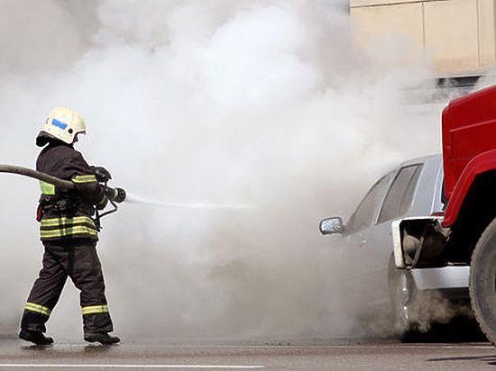 В сгоревшем в Москве Renault Logan обнаружили трёх человек, убитых ранее