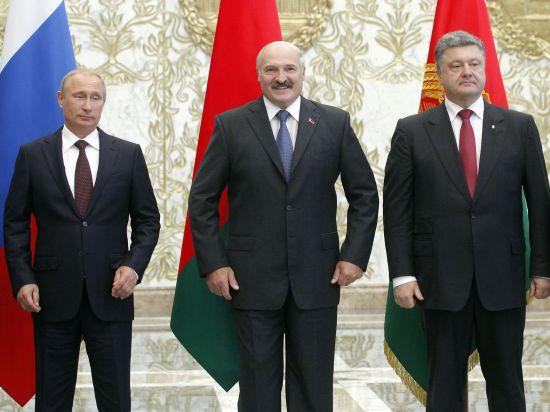 Лукашенко отказался признавать ЛНР и ДНР