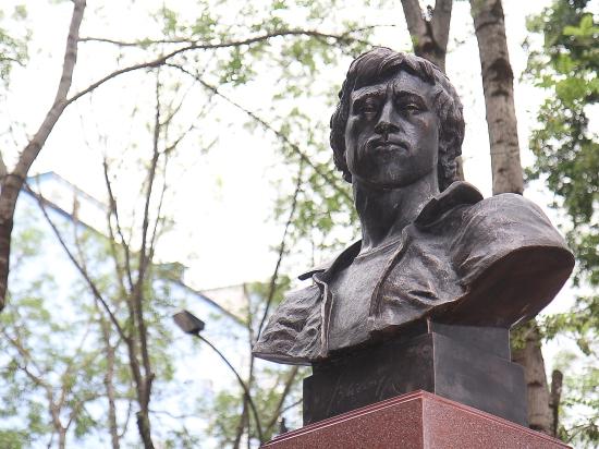 Памятники екатеринбург цены я крым надгробные памятники из гранита цены фото ярославль