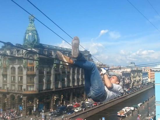 Руфер, прошедший по канату над Невским проспектом: «На середине думал просто спрыгнуть вниз»