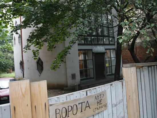 Внучка знаменитого архитектора Екатерина Каринская забаррикадировалась в Доме Мельникова