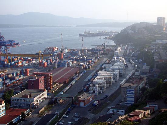 Владивосток, как Севастополь, станет свободным портом