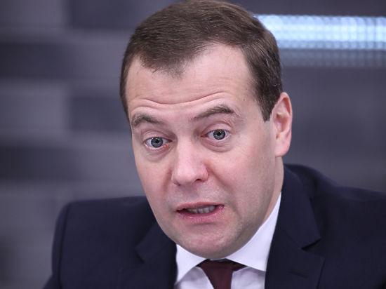 Экстренное совещание по экономике у Медведева: эксперт рассказал о мерах по спасению рубля