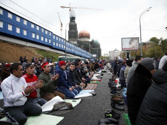 130 тыс мусульман отметили праздничной молитвой Курбан-Байрам в Москве