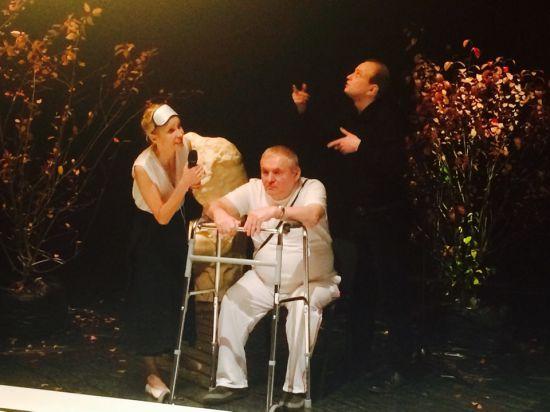 Жизнь на ощупь: Бероев и Дапкунайте разделили сцену со слепоглухими актерами