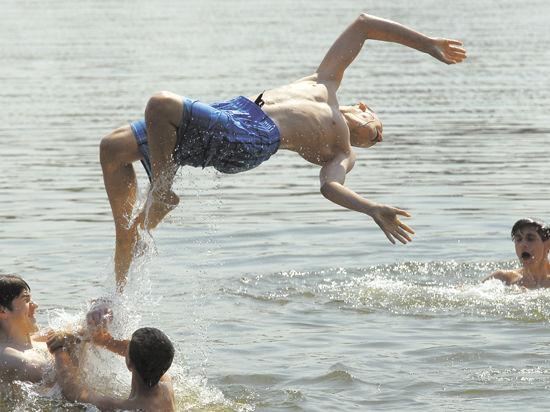 Почему беременным нельзя купаться в реке 968